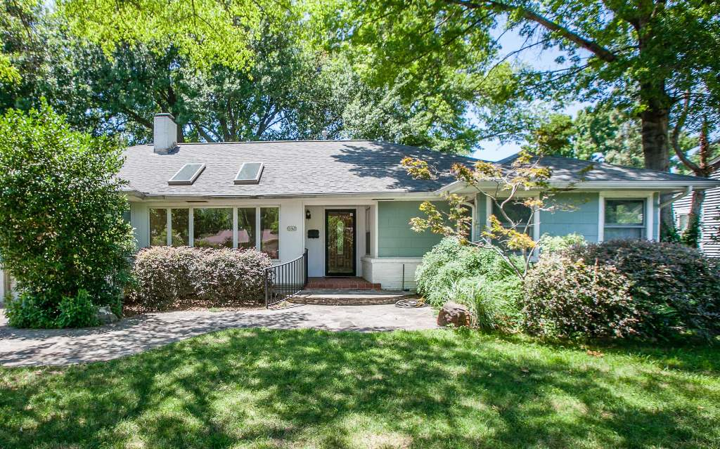 5512 S Newport Ave, Tulsa, OK 74105 - SOLD FOR $158,000