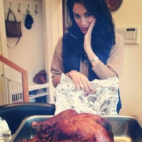 LOOK AT MY QUEEN AND THIS CHICKEN…I'm gonna try to make that…