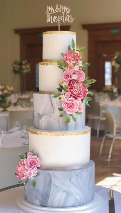 statement cakes
