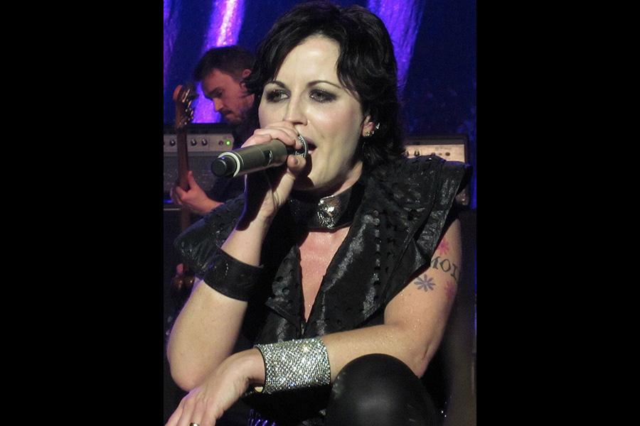 1024px-Dolores_O'Riordan_performing_in_May_2012.jpg
