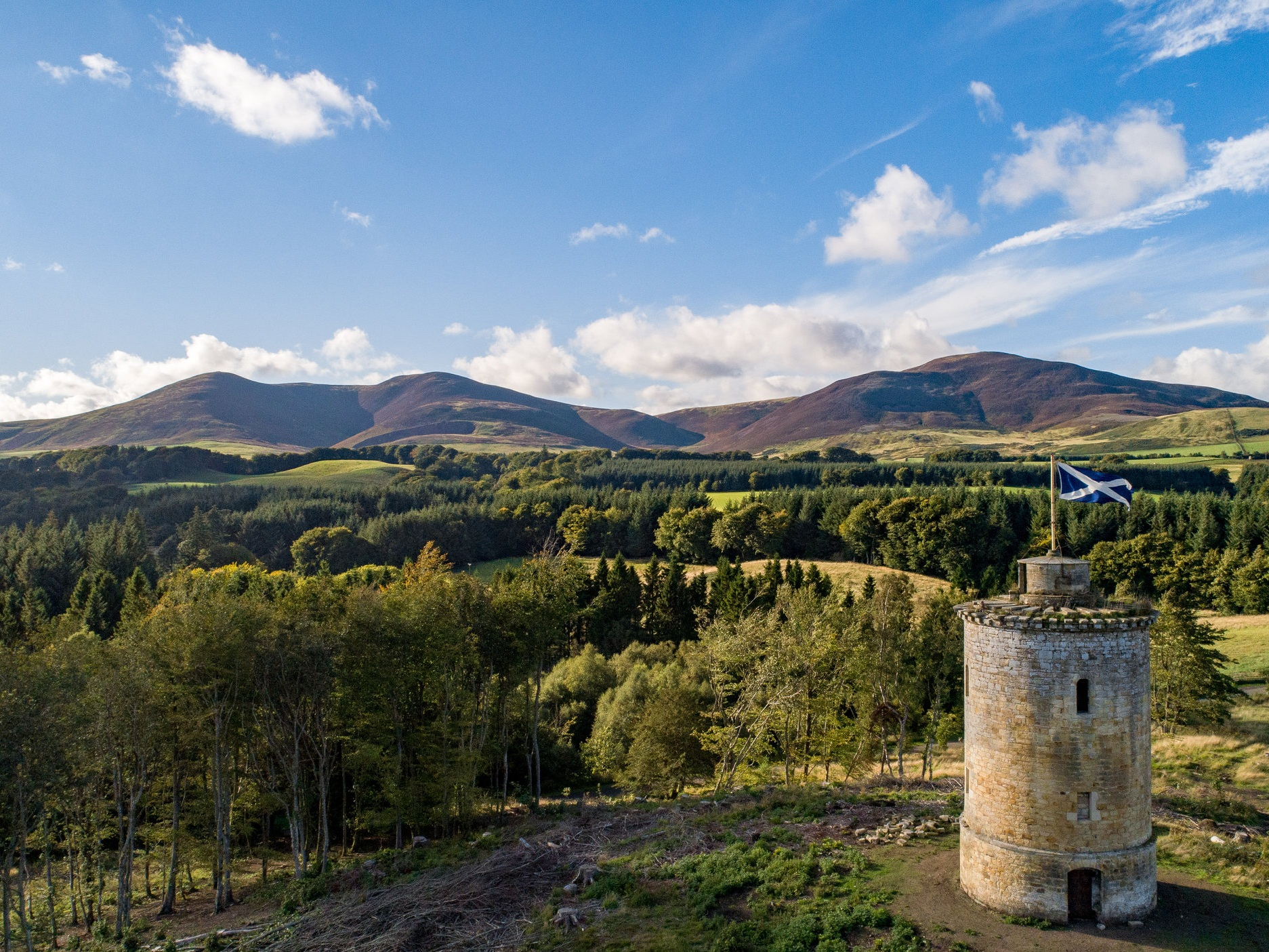 House & Landscape Tours - Our fantastic Rangers have an incredible knowledge of Penicuik Estate and the designed landscape. Our tours range from bats and fungi to architecture and landscaping.