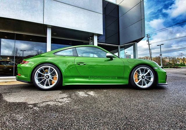 Another #6speed manual 991.2 GT3 Touring in a stunning PTS green #makegreengreatagain . . . 📸 @jfied23 #porsche991 #991 #9912 #9912gt3 #991gt3 #gt3 #gt3touring #pts #naturallyaspirated #911 #porsche911 #watercooled #savethemanuals #getoutanddrive #drivetastefully #drive #911gt3 #993c2s #carsofinstagram #picoftheday #carsandcoffee #touring —————————————— Check our friends accounts: @porsche.universe  @acespider_photography  @samizdatbe  @espressoproject.be