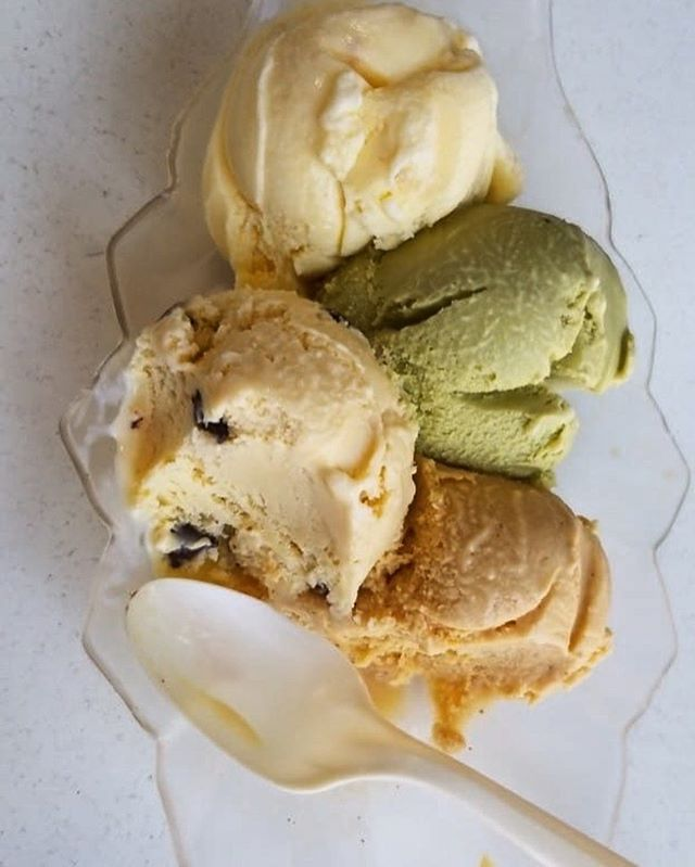 Happy Father's Day from @lalecheria!There's nothing better than a delicious scoop of local ice cream to show your dad how much you appreciate him. . . . . . . . . . #lalecheria #icecream #fathersday #gooddad #happyfathersday #goodeats #local #shopsmall #summer #matcha #vanilla #chocolate #coffee #specialtyflavors #crafticecream #newmexicotrue #santafefound #howtosantafe #simplysantafe #downtownsantafe #santafefoodies #foodies #treatyourself #treat #icecreamforbreakfast #icecreamsunday