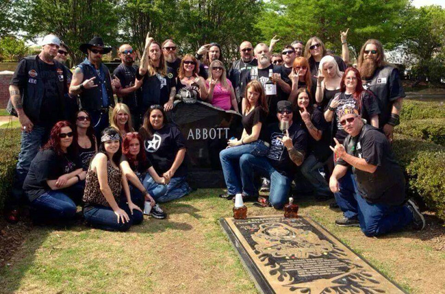 Texas Hippie Coalition Members Pay Tribute to Dime