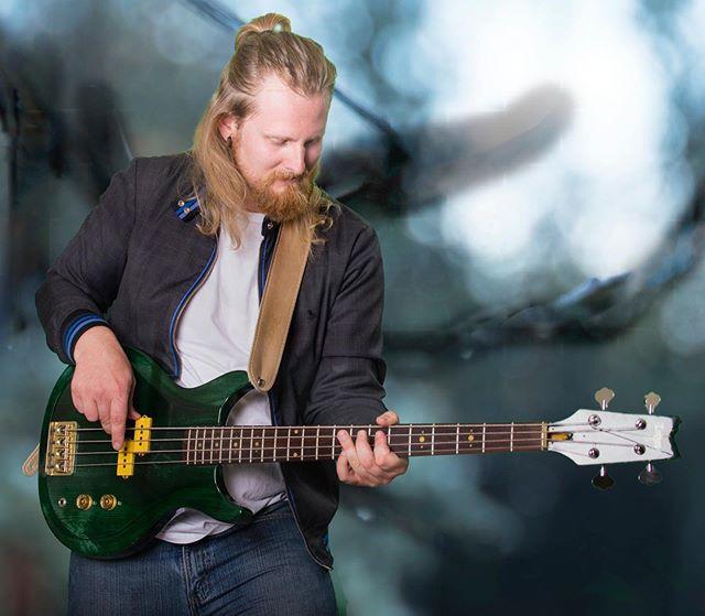 Slapa da bass . . . . #promo #bass #jacket #bun #man #fun #woods #shoot #green #screen #photo #play