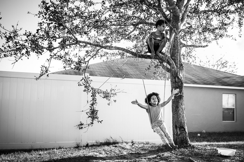 winter-garden-florida-family-photographer-climb-tree.jpg