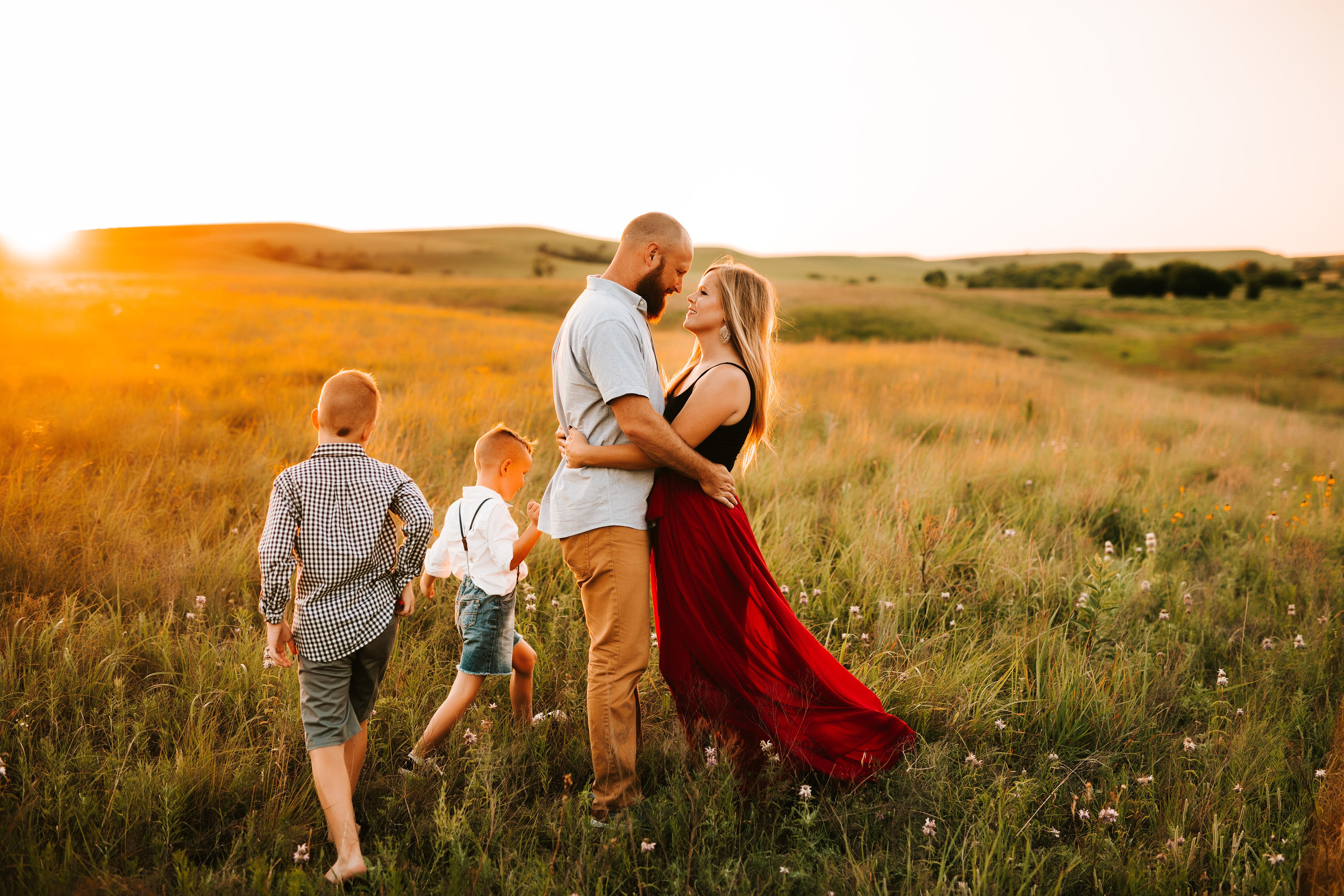 Hi, I'm Gina! - I am......wife to Adam....momma to two gorgeous boys - Sutton and Ren....a Jesus follower....a Dr Pepper and chocolate chip cookie lover....a photographer of people for the past 15 years (more if you count before I began my business!)....so excited to meet you!