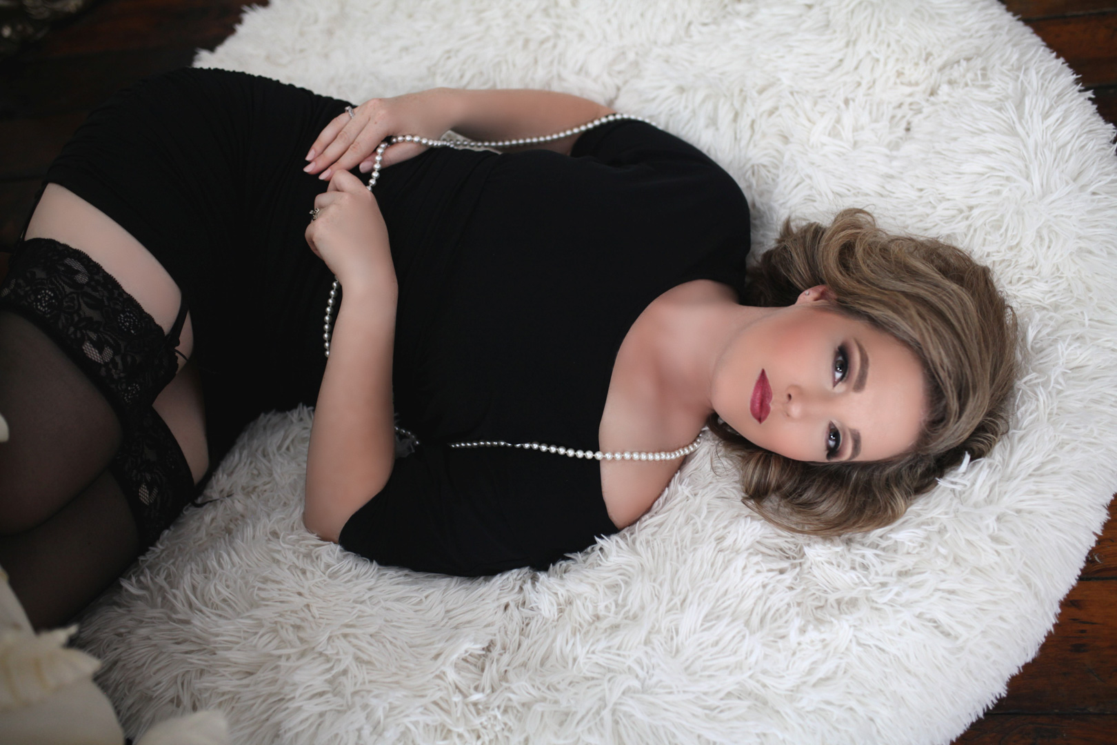 Chicago-Pinup-Boudoir-Photography-Fur-Pillow-Black-Dress