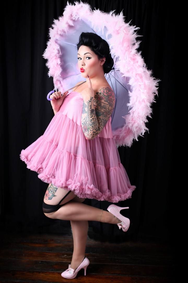 Chicago-Pinup-Photographer-Pink-Feather-Umbrella