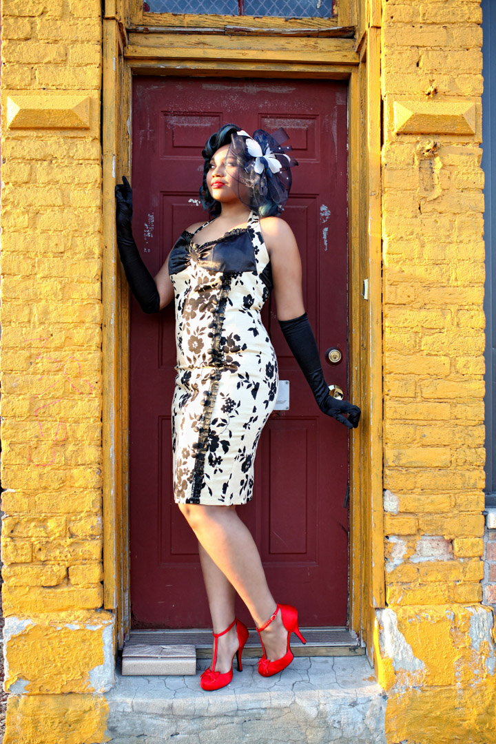 Chicago-Pinup-Photographer-Pretty-in-Black-Gloves
