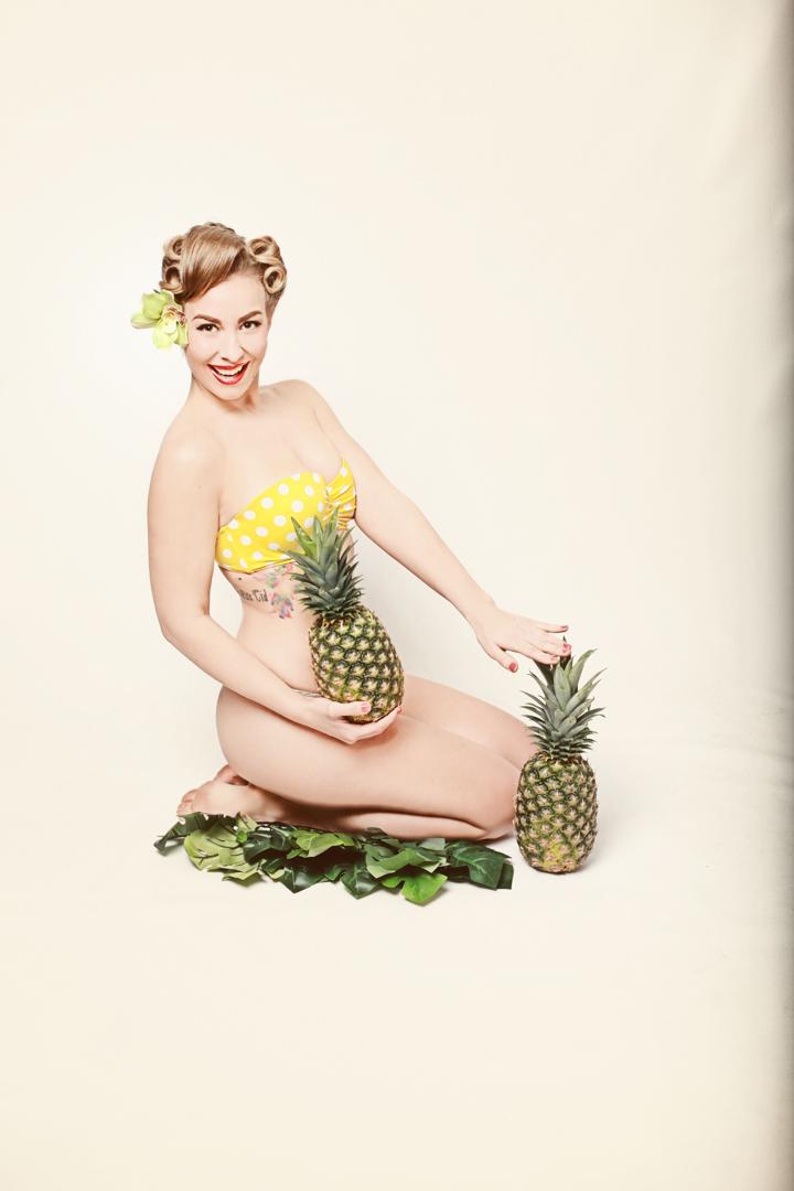 Chicago-Pinup-Photographer-Yellow-Polka-Dot-Bikini-and-Pineapples