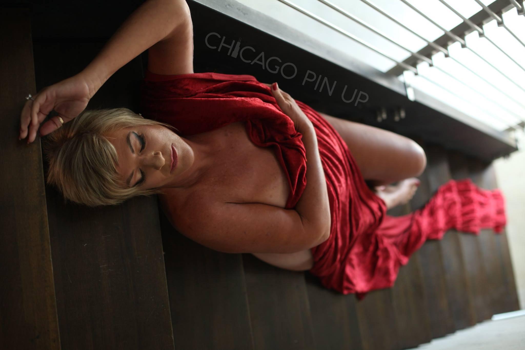 Woman-Draped-in-Sheet-during-Chicago-Pinup-Boudoir.jpg