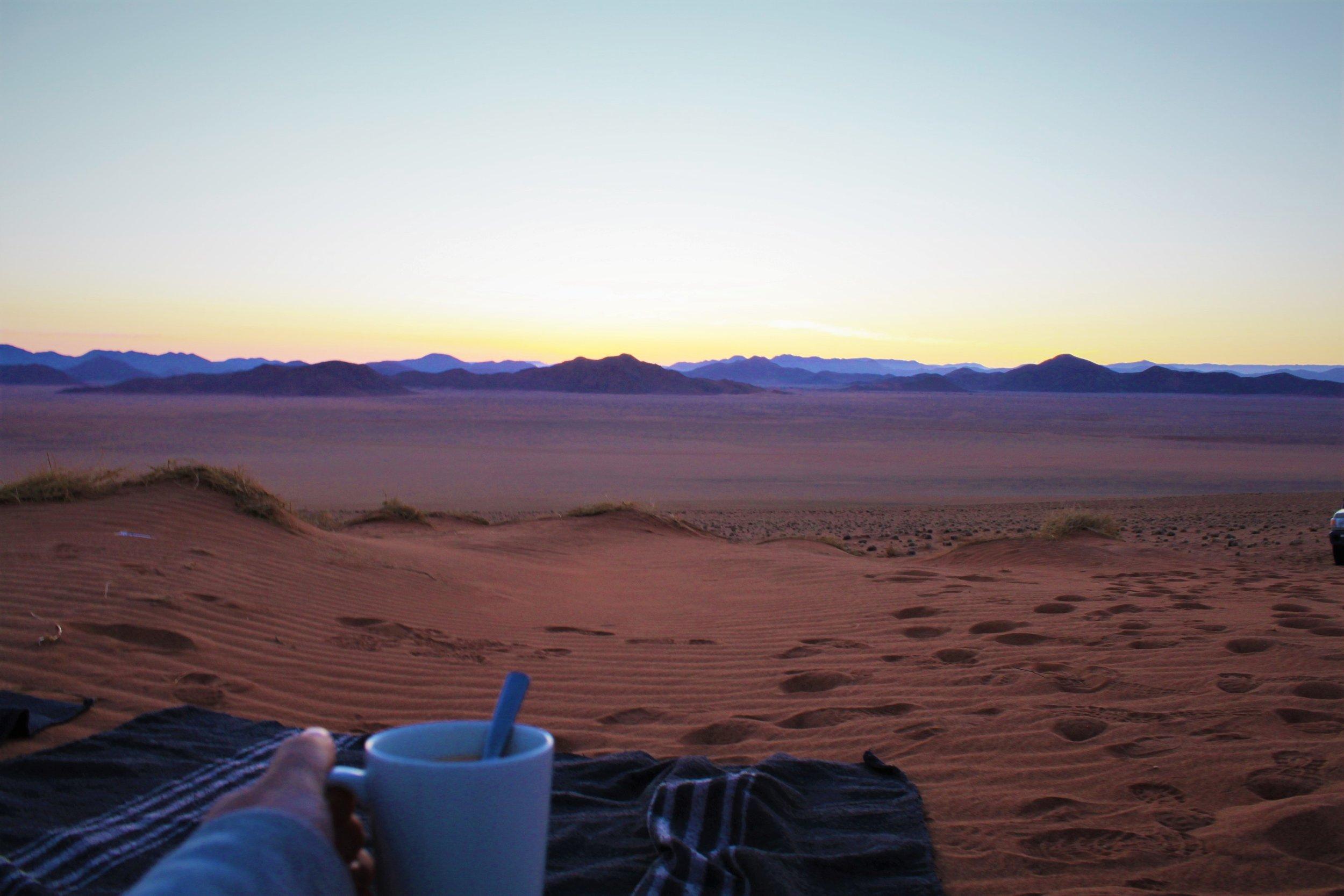 Kafffe-Namibwüste-Sonnenaufgang.JPG