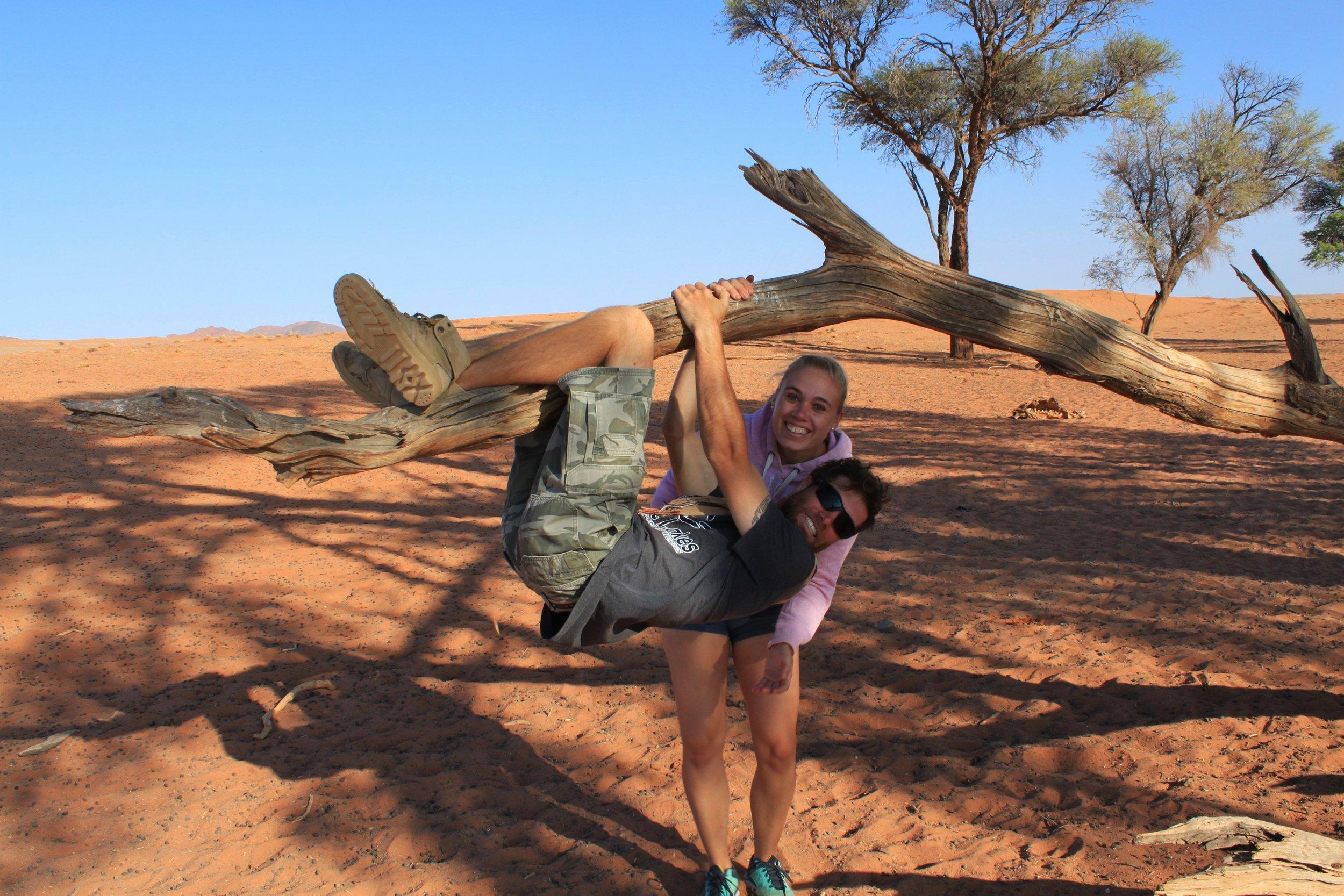 Namibia-Sand-Wüste-2Personen.JPG