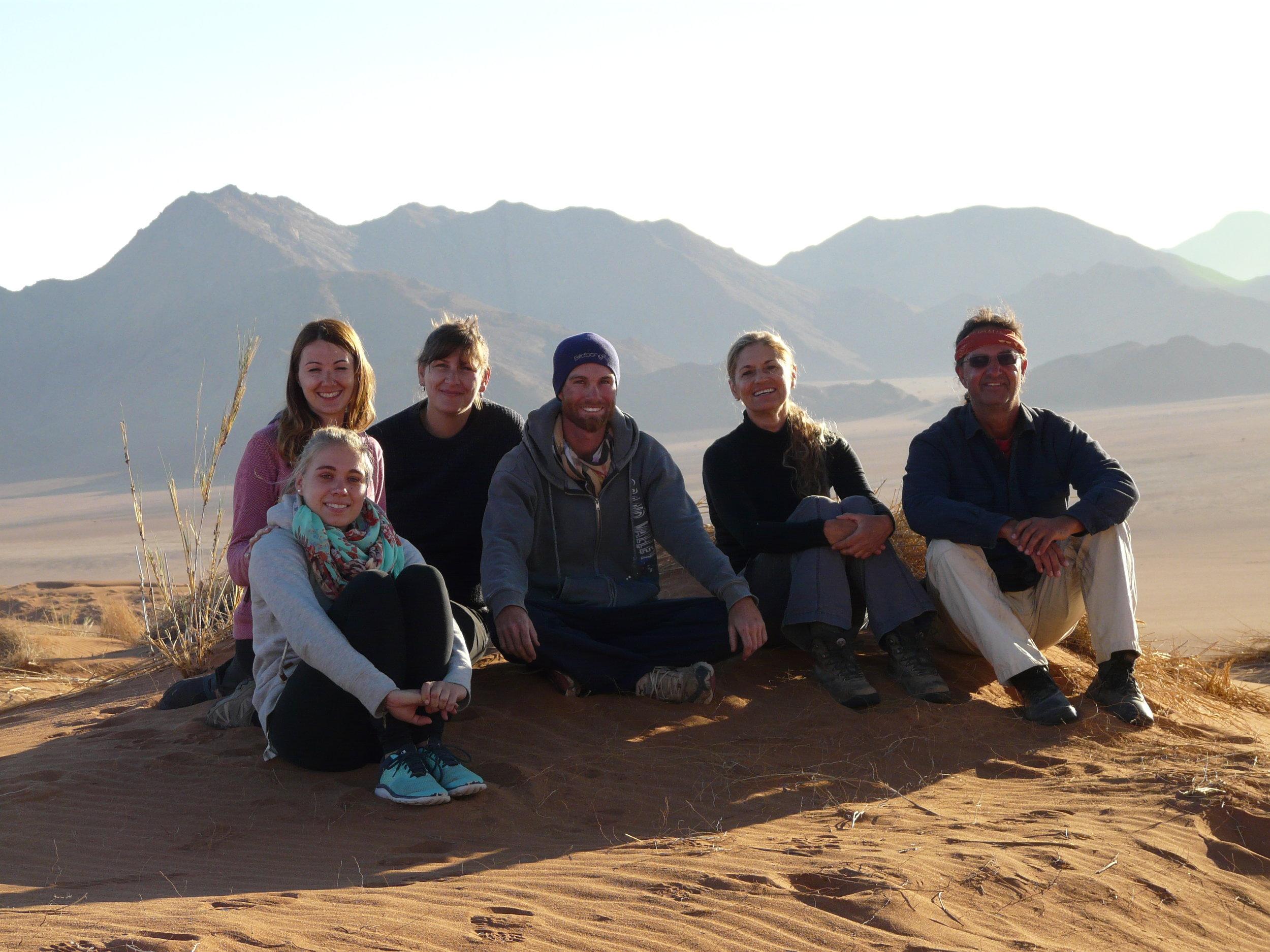 Namibia-Wüste-Desert-6Menschen.JPG