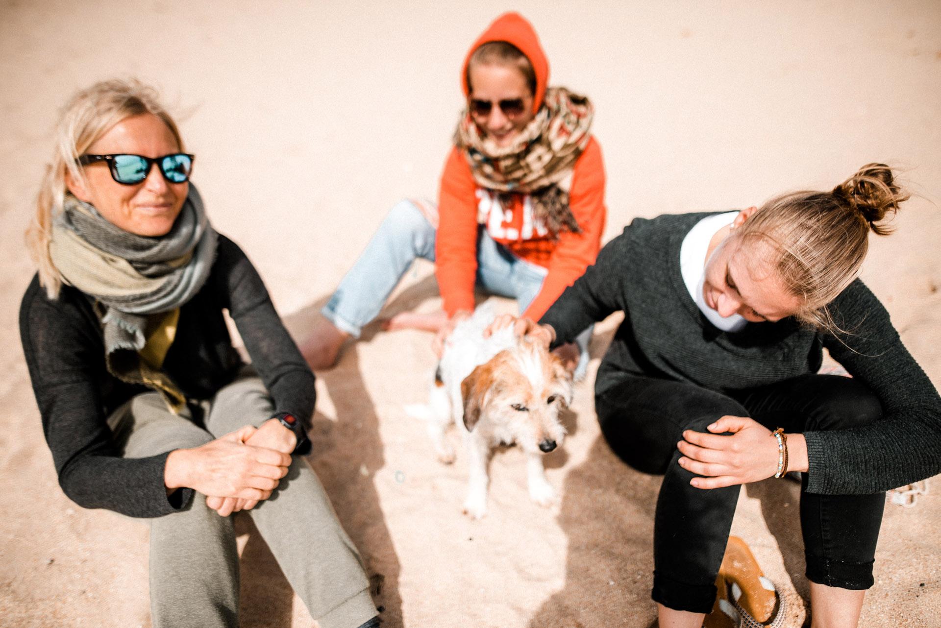 Hund-Strand-dreimenschen.jpg