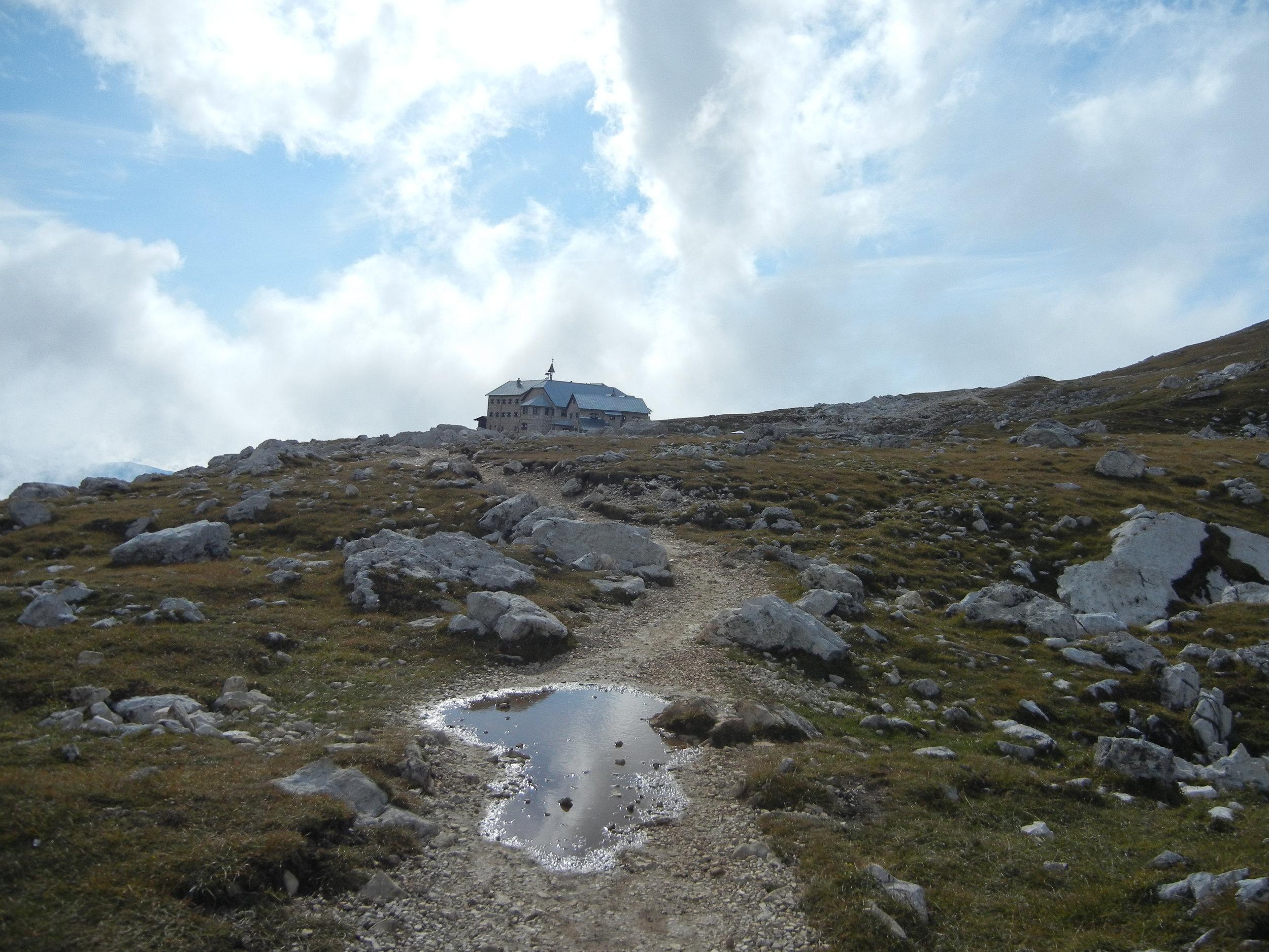 Wanderweg-Schlernhaus-Dolomiten.JPG