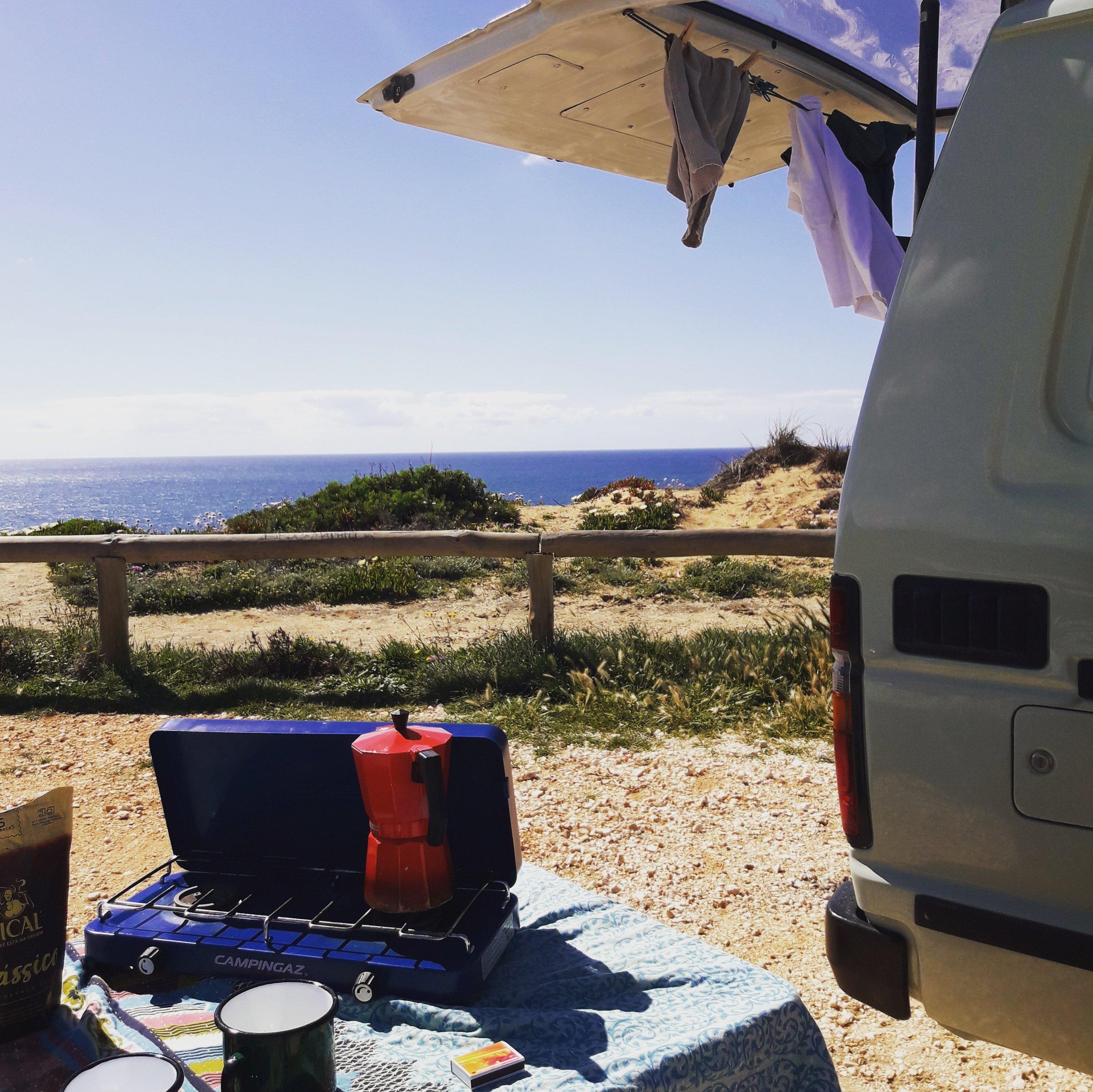 Campervan-Kaffekochen-Aussicht-Campingkocher.jpg