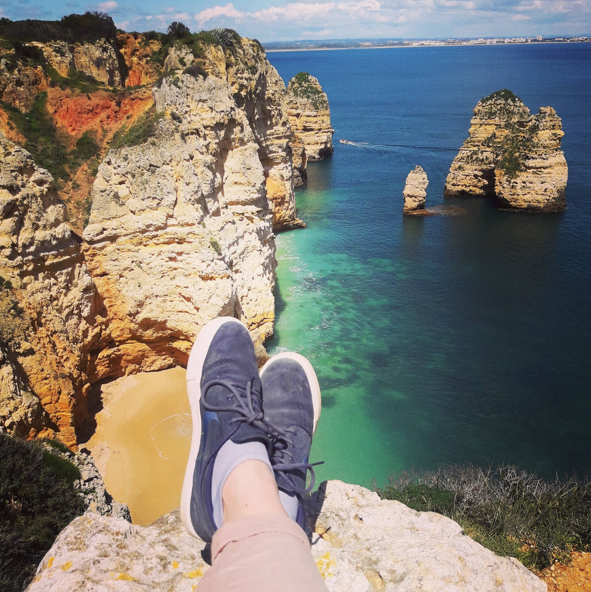 Küste-blaues Meer-Schuhe.jpg