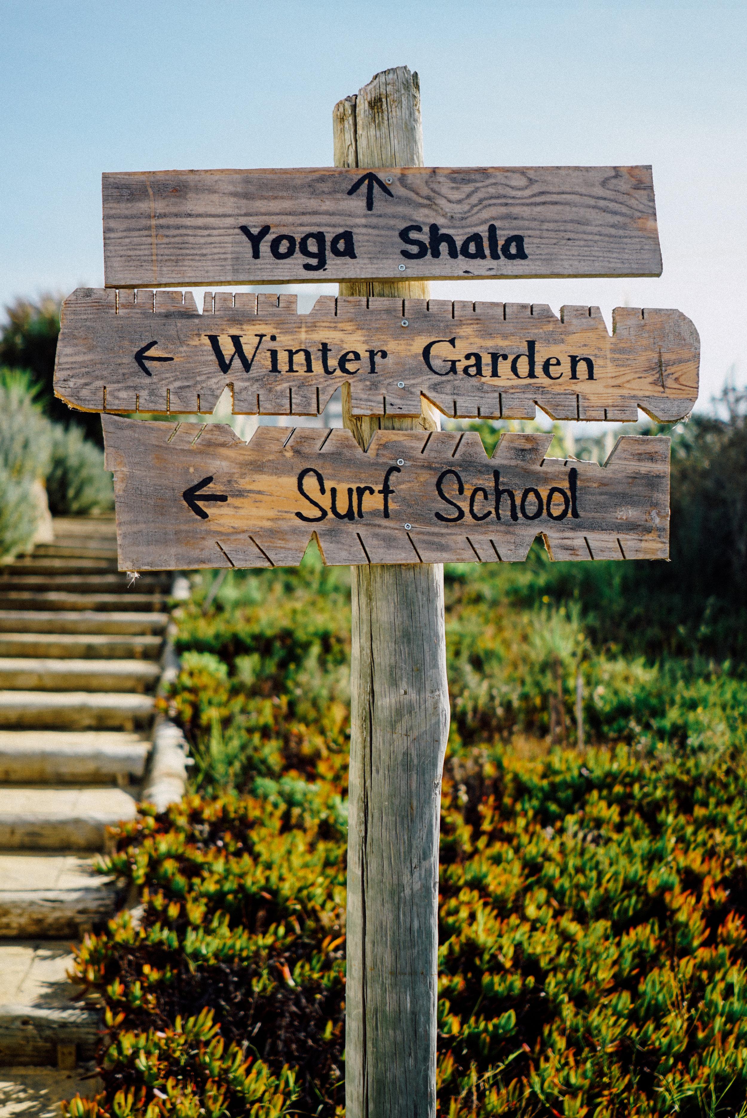 Schild-Holz-Yoga-Wintergarten-Surfschool.jpg