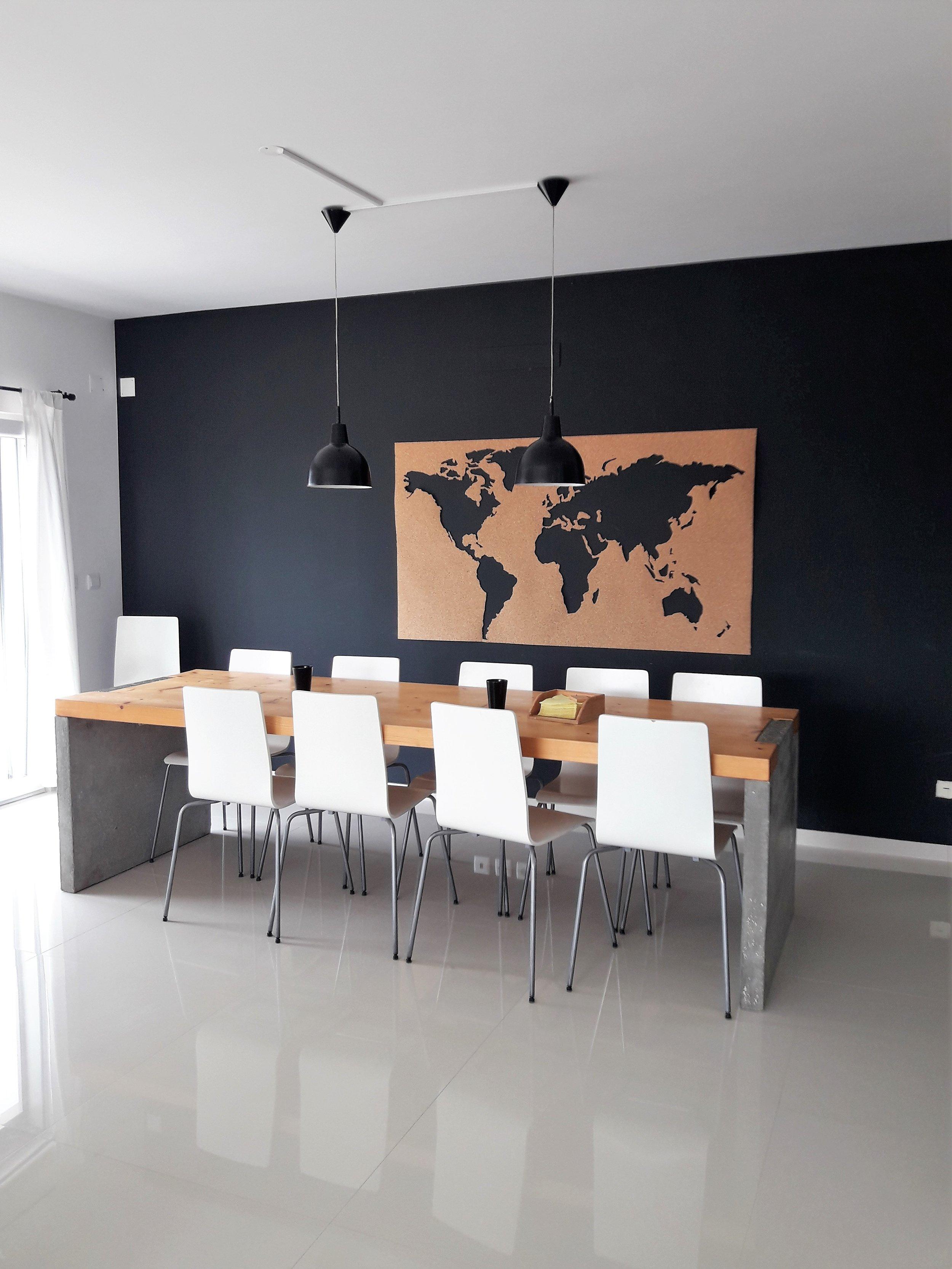 Tisch-Stühle-Weltkarte.jpg