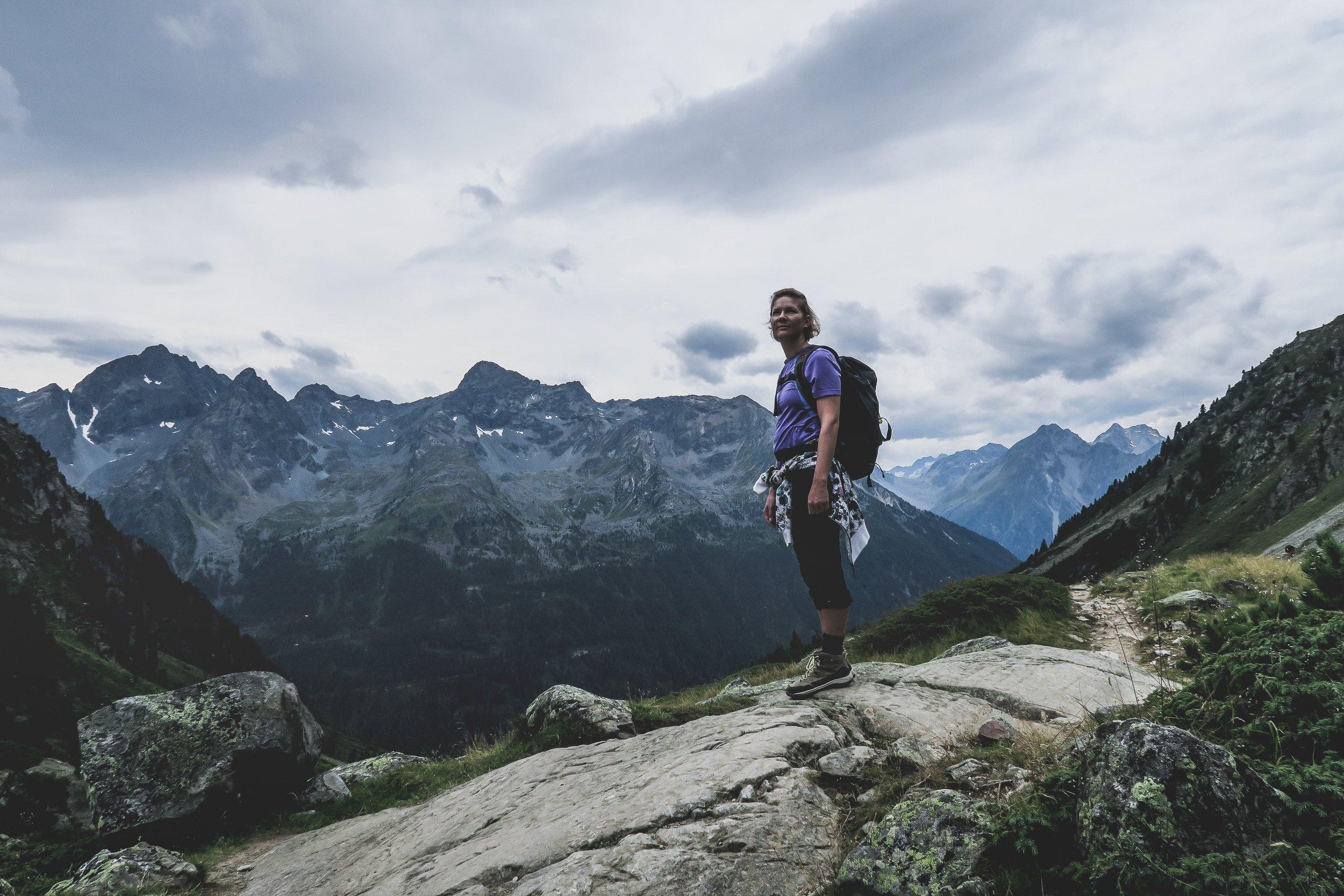 Wanderer, berge, Bergpanorama, blauer Himmel.jpg