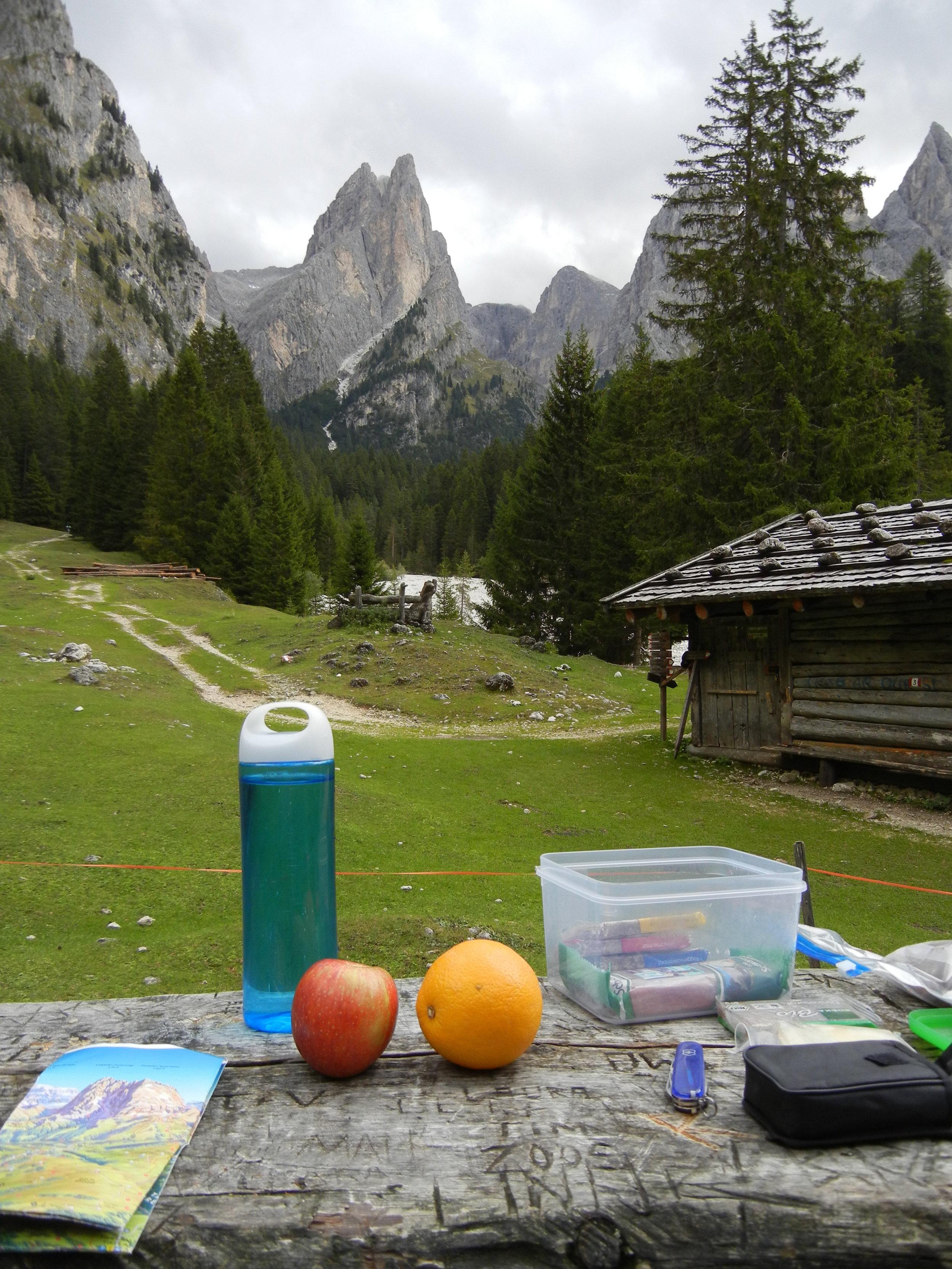 Picknick-Berge-Dolomiten-Tschamintal.JPG