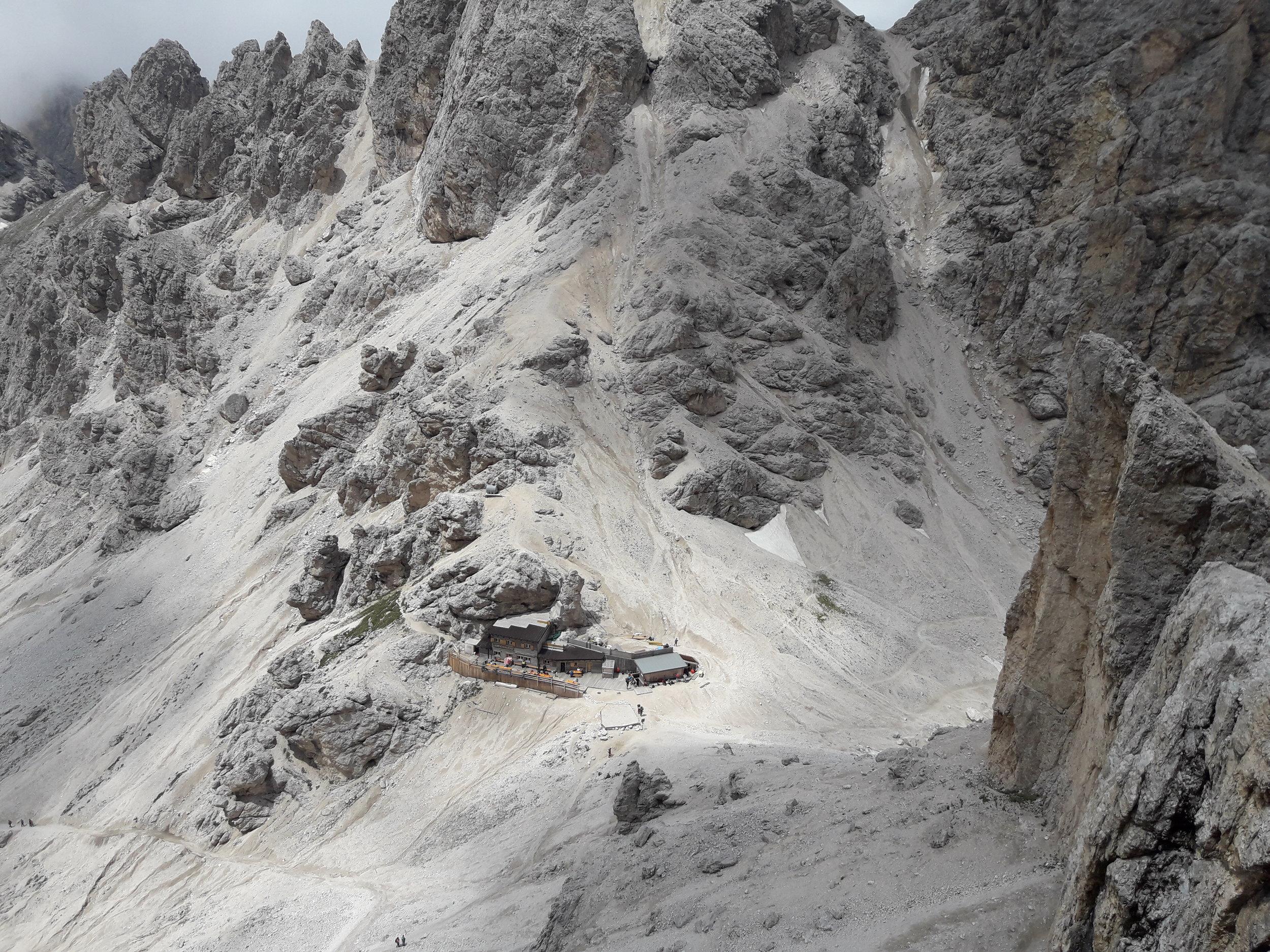 Grasleitenpasshütte vom Kesselkogel Klettersteig.jpg