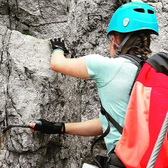So langsam schmilzt der letzte Schnee in den Bergen und die Klettersteige öffnen nach und nach endlich für sie Sommersaison. . Für mich geht es am ersten Juli Wochenende zum 1.Mal diese Saison auf die Steige. . Und du? Hast du auch schon dein erstes Kletterwochenende geplant? . . #klettersteig #kleinwalsertal #klettersteigset #klettern #wochenendtrip #wochenende #dreitageweg #mikroabenteuer #österreich #allgäu #alpen #walserklettersteig #kanzelwand #kletterausrüstung