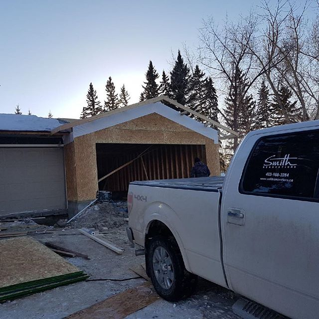 Progress! A little update from one of our #WillowPark projects! Swipe left to go back in time 👉 . . New foundation ✔️ Framing ✔️ Next up: the roof! . . #garage #addition #smithrenovationsyyc  #reno #homerenovation #calgaryhome #yychomes  #yycrenovations #yycbuilder #customhomes #customrenovations #designbuild #yycliving #dailyhivecalgary #yycliving #yycdesign #yyccontractor  #expert #customizedsolutions