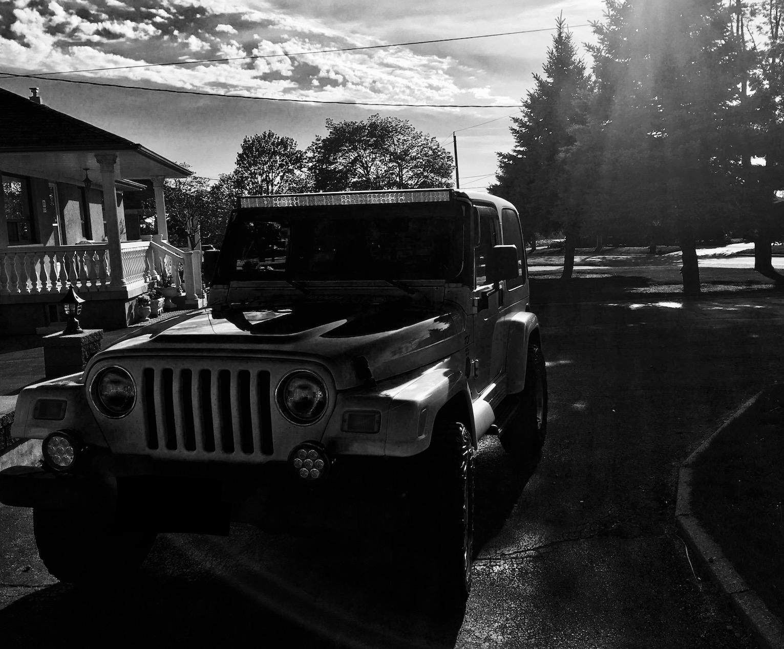 B&W Jeep.JPG