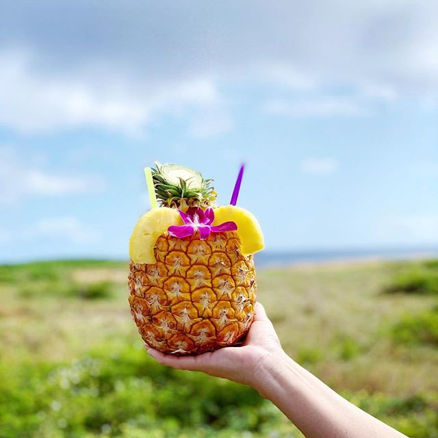 Happy Aloha Friday 🍍 enjoy Pau Hana with your fav🤙🏼. #pauhana #hapatravelhawaii #hawaii #pinapple #refreshed #travel #afterhikedelight #aloha #sunnydays #sunshine #yolo #treatyourself #travelplanner #oahu 📷: @nicolemiyuki #アロハ #ハワイ #ハワイ旅行 #パイナップル