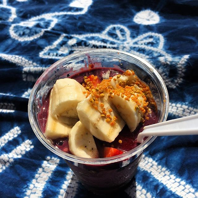 Dreaming of açaí bowls 🙇‍♂️ Aloha.  Paradise. .🌴. #hawaii #acaibowl #hapatravelhawaii  #vacay #holiday #beach #aloha #adventuretime #snacktime #travelplanner #oahu #visithawaii #grindz #🤙🏼 #アロハ #ハワイ旅行 #アサイーボウル