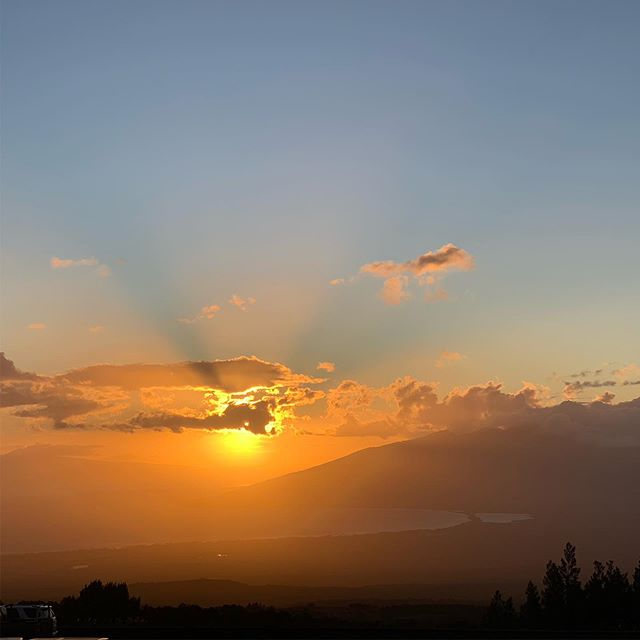 Beautiful Maui sunset to the end the day. . .  #maui #aloha #sunset #beautiful #travel #hapatravel #hawaii #scenicsunset #peaceful #kula #dreamy #wedding #ハワイ #マウイ #アロハ #夕日 #ハワイ旅行