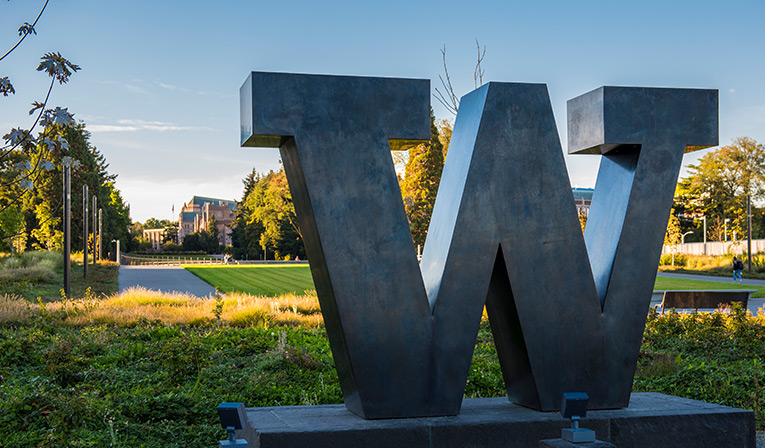 Becoming a UX designer. - My interests and background in humanities, science and art lead me to the Master of Human Computer Interaction & Design program at University of Washington. I have been into design since middle school, and now my dream is coming true.