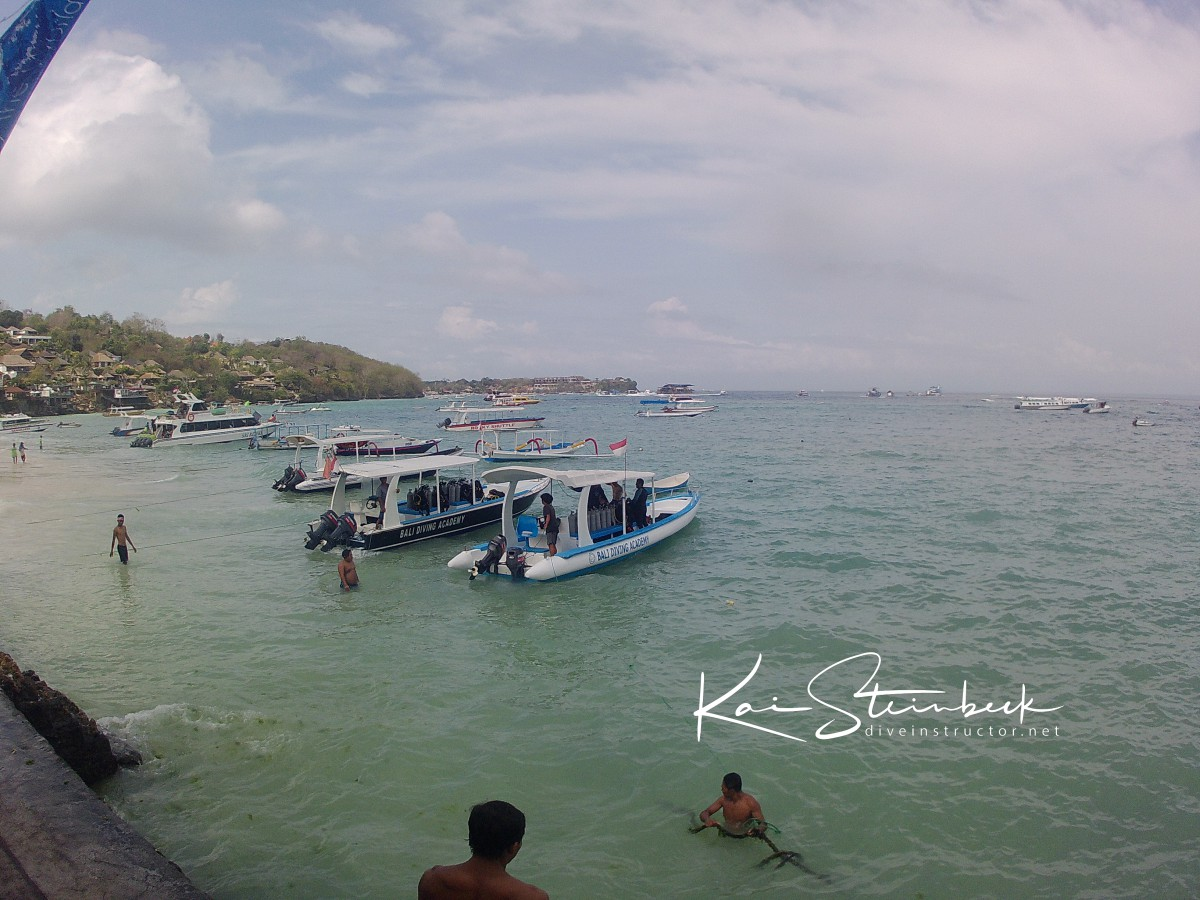 Working in paradise - Nusa Lembogan