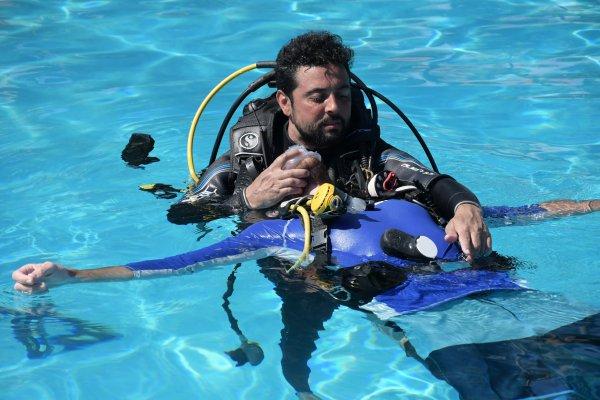 PADI IDC rescue training.jpg