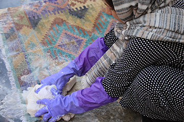 QadimiRugs-1809050-washing.jpg