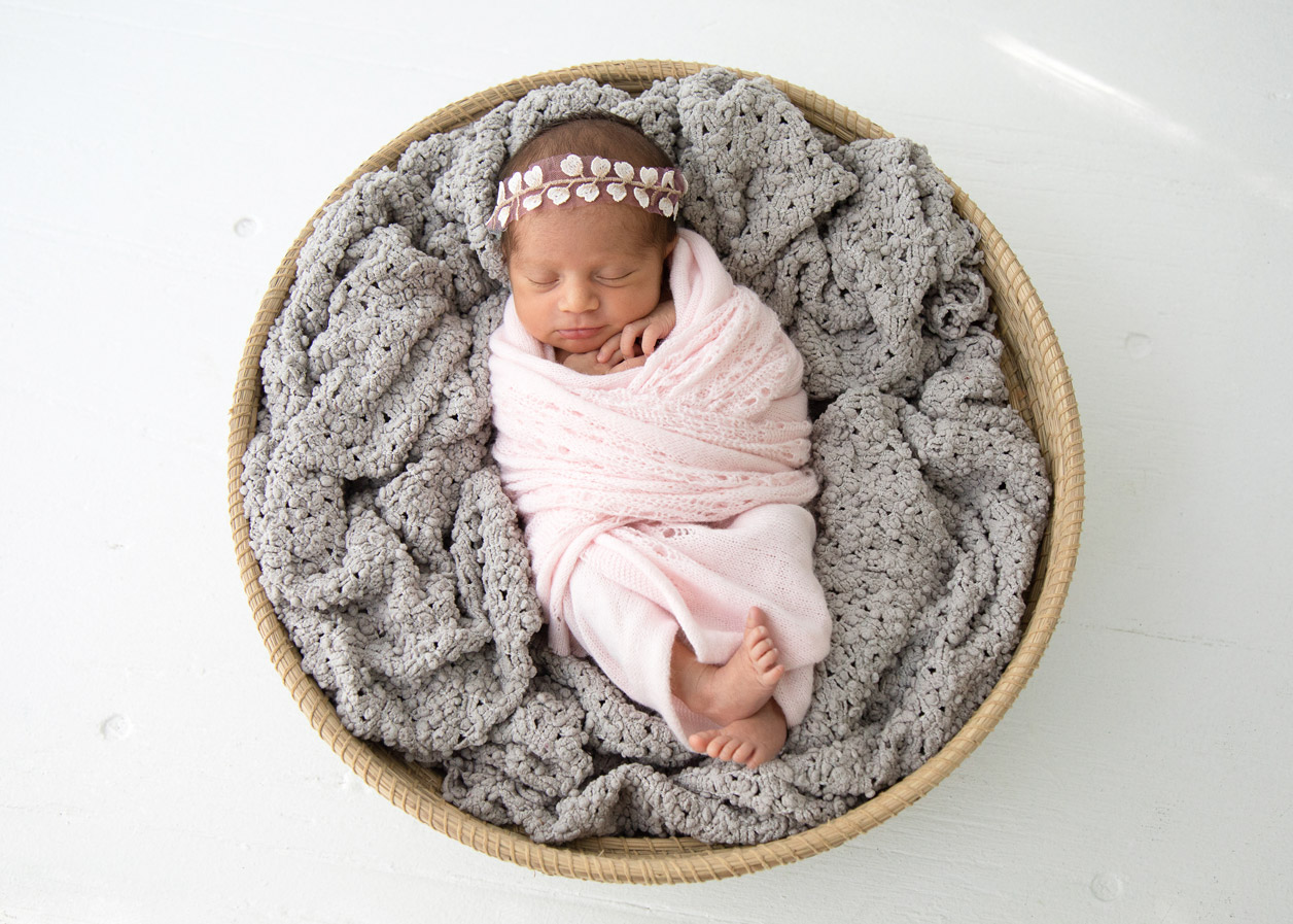 Houston_Newborn_Photography_baby_pink.jpg