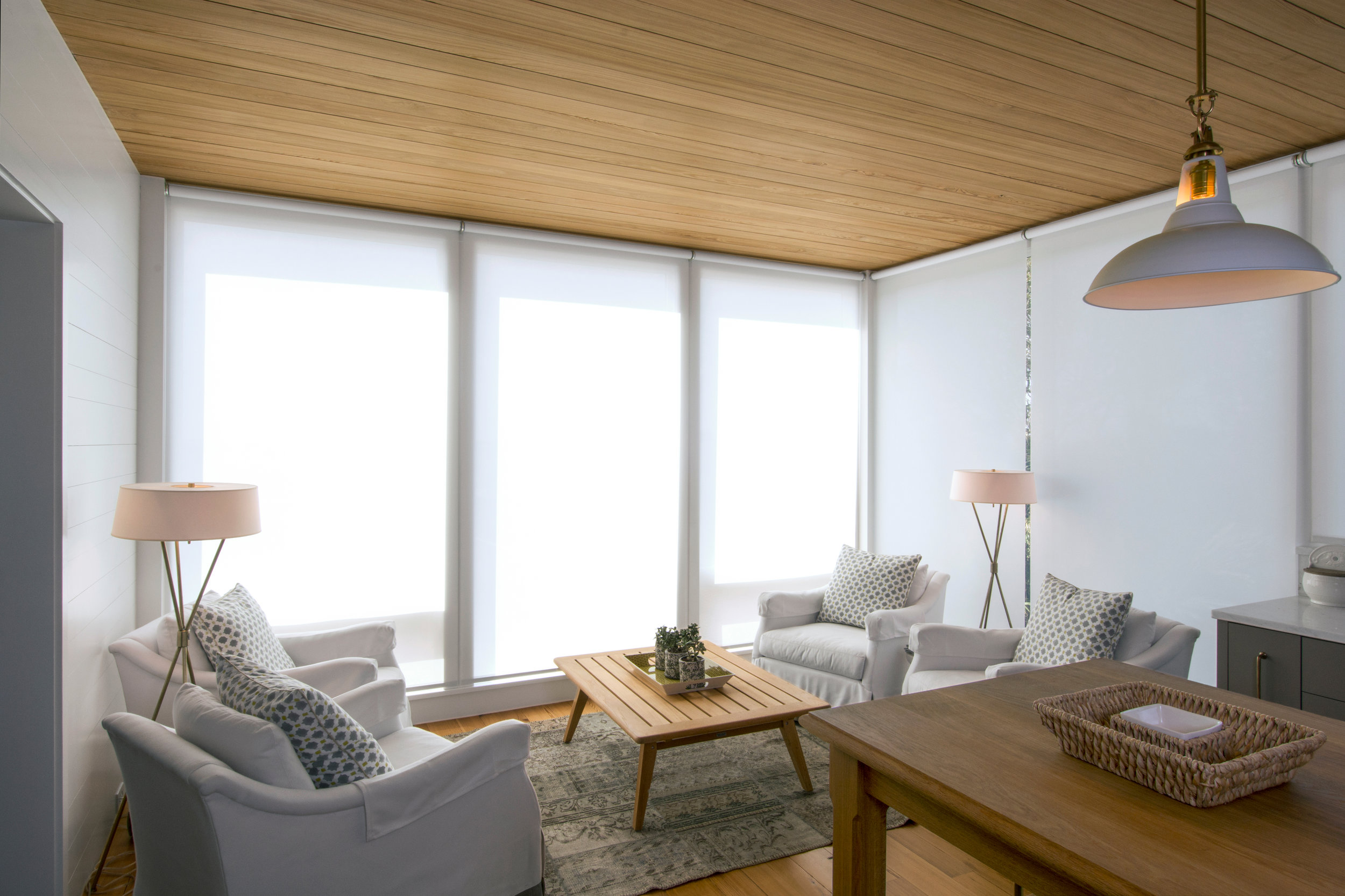 Room features a combination of jamb brackets (R1/R2) and coupler brackets (R5) to create a shade wall.