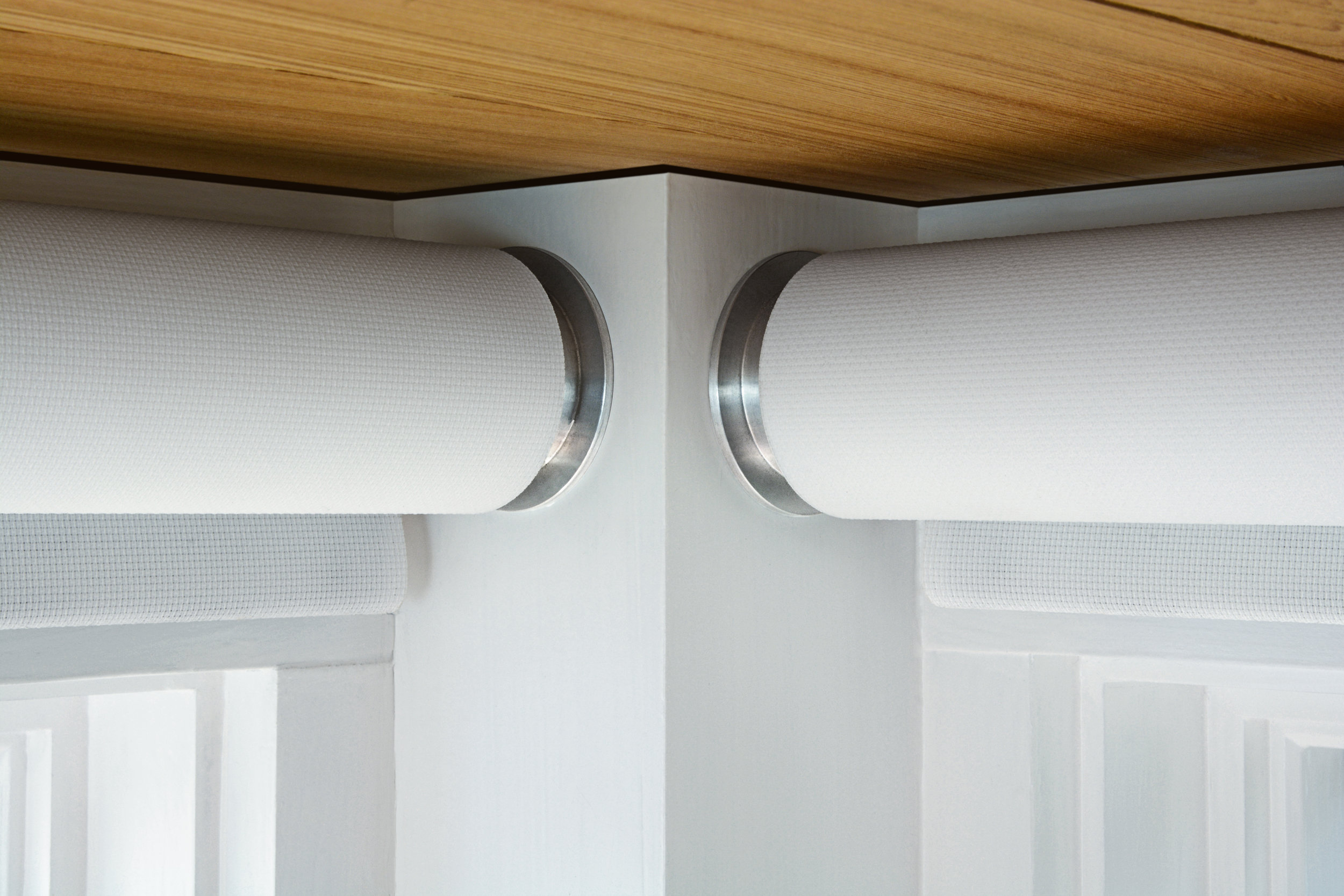 Jamb brackets (R1/R2) are can be mounted inside a window casing or to a wall.