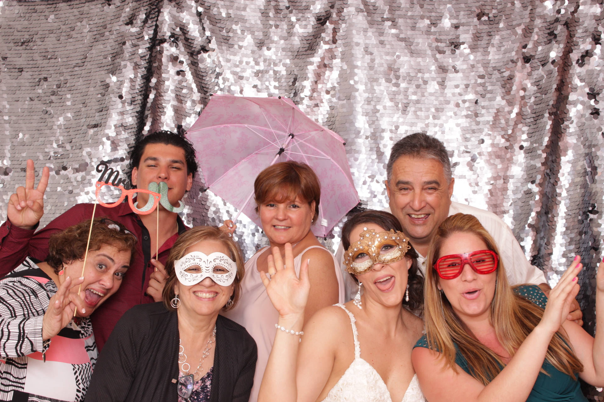 yesi-raul-wedding-photobooth-200.JPG
