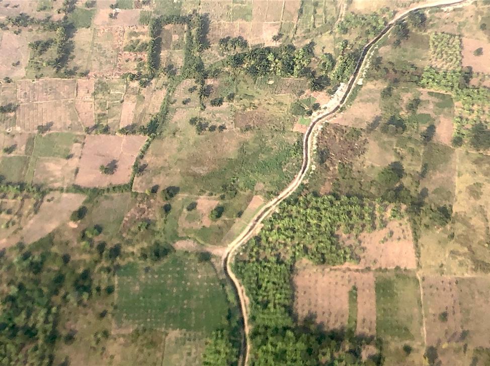Vista della campagna nei dintorni di Bujumbura, dall'aereo. Bujumbura, 27 Luglio 2019. Foto di Elena Butti.