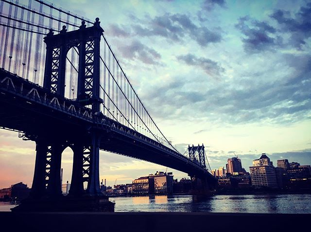 Manhattan Bridge.  Is this what the morning looks like?? Early morning shoot! 🙄
