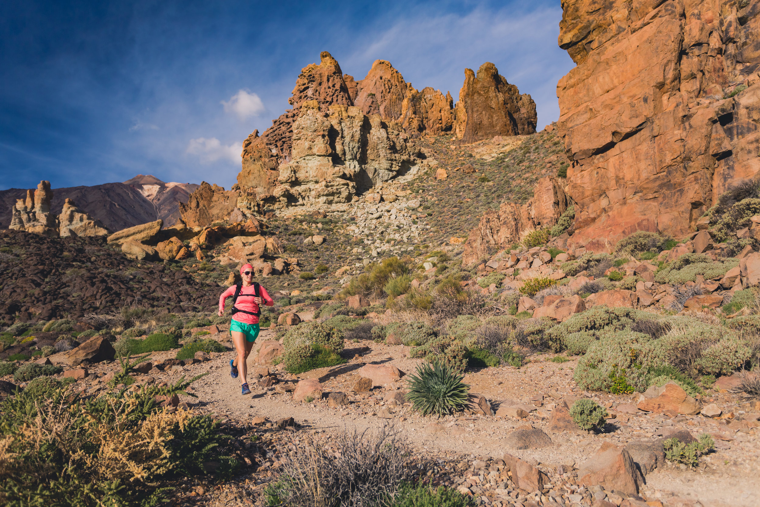 TrailRunningWomanCanyon