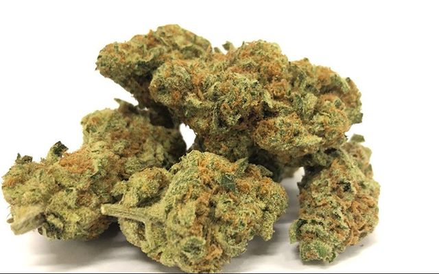 ** Sunkist ** FRESH IN !!HAPPY HOUR BOUT TO START 9:00-11:00pm get an extra half gram on top of your 1/8th PASADENA 419 1460 E. Walnut St Pasadena ca 91106 #pasadena #pasadena419 #happyhour #dank #terps #sativa #sunkist #yum