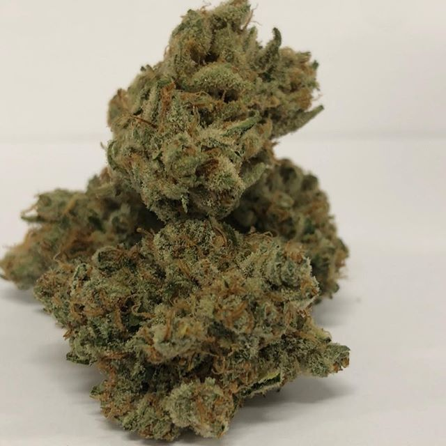 Fresh in * STRAWBERRY COUGH 🍓 stop in for happy hour starts 9:00pm- 11:00am get an extra half gram on top of your 1/8th #pasadena #pasadena419 #strawberrycough🍓 #terps #weedporn #weed #dank #onlythebest