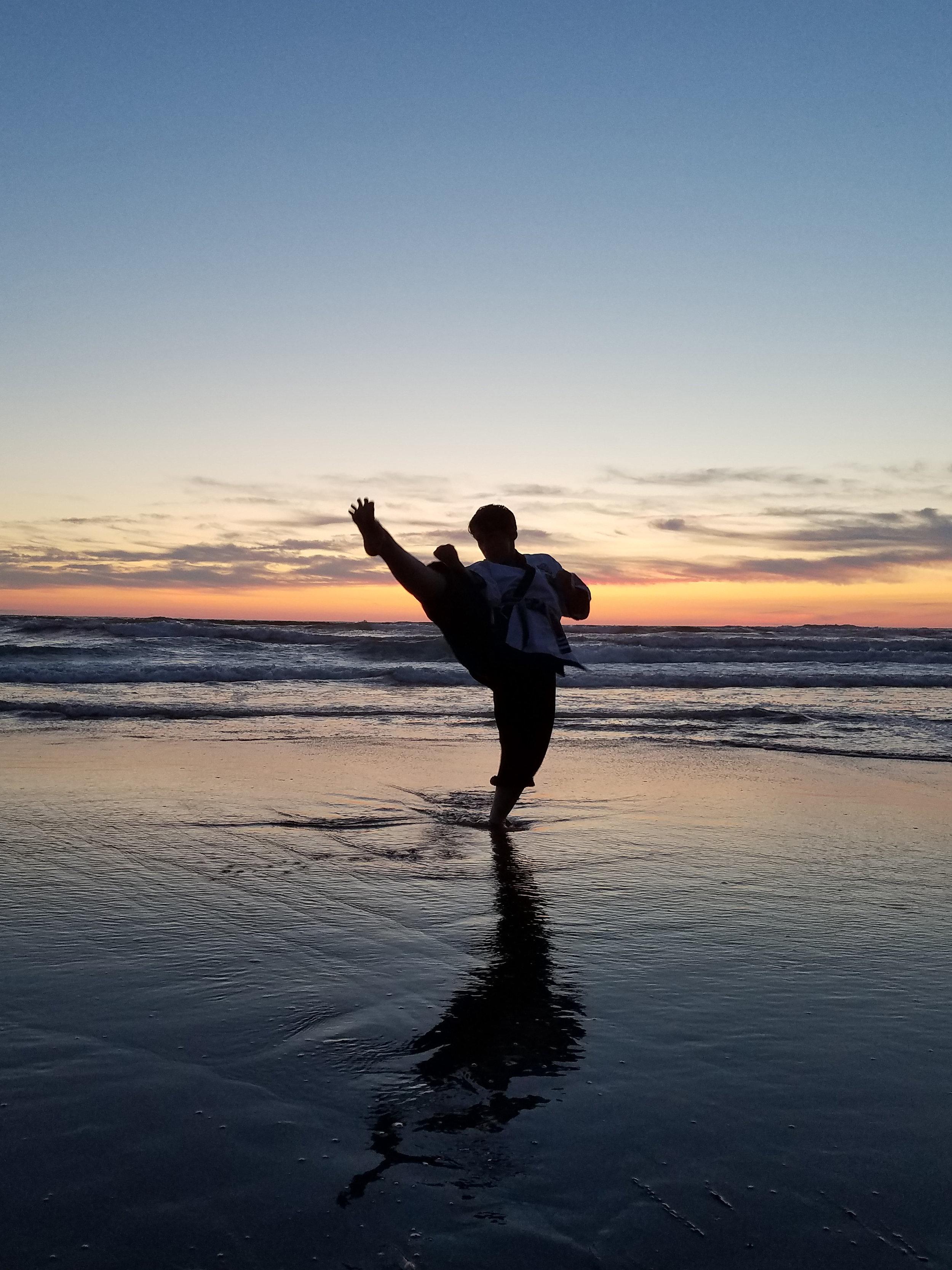 beach front kick.jpg