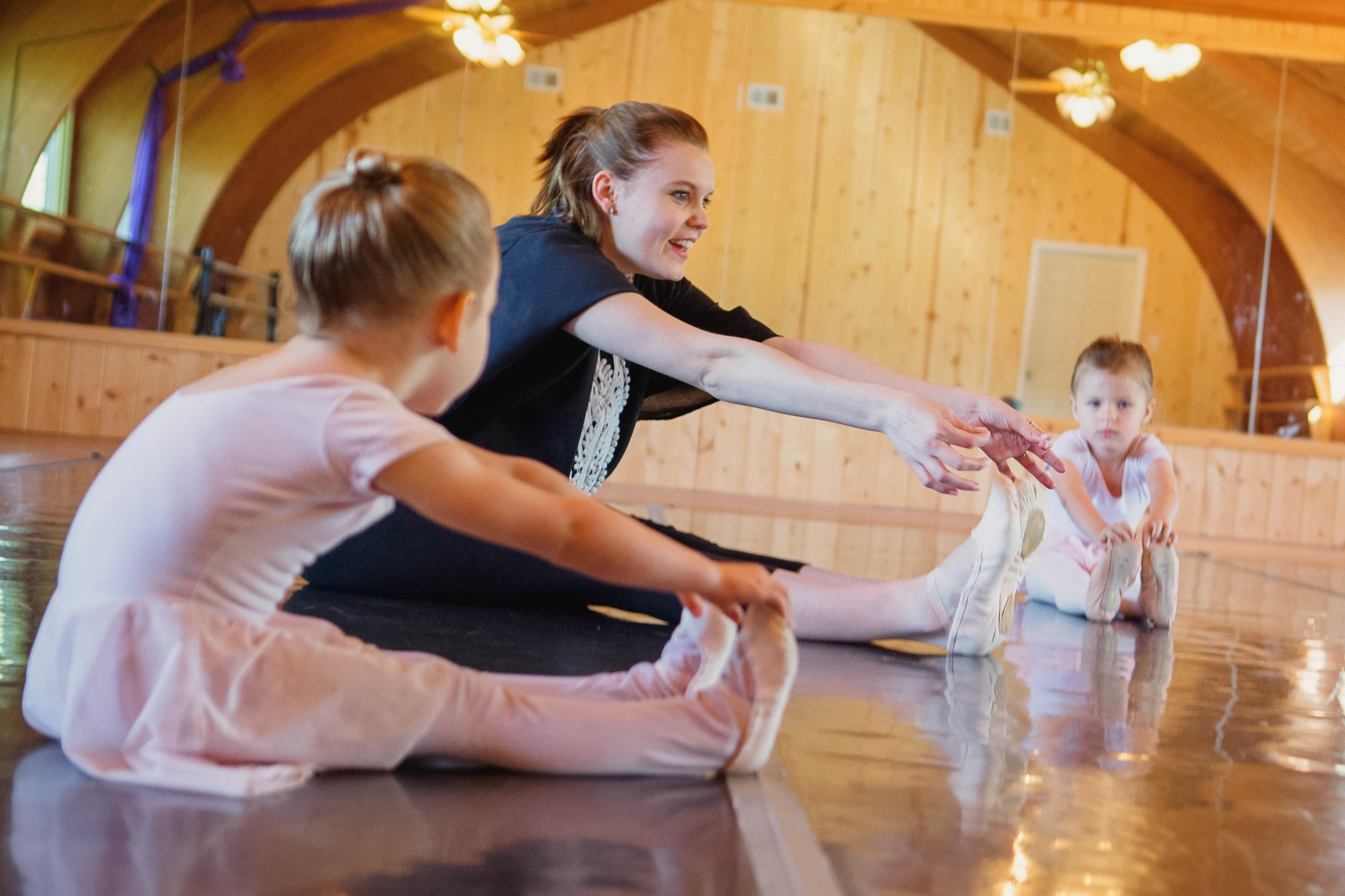 Ballet 3-4   Monthly Tuition: $40  Monday 5:00 - 5:30 pm