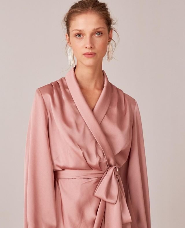 ⁠Draping detail •• the 'No Time LS Dress' in dusty pink - make it yours now⁠